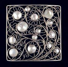 Wiener Werkstatte Jewelry  in Vienna, 1900s // designed by Kolo Moser