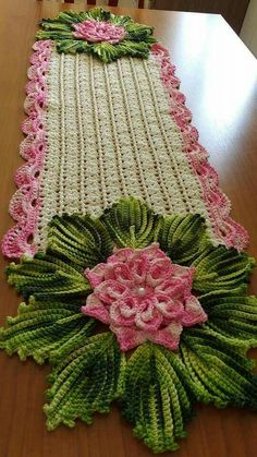 23 Ideas Crochet Blanket Round Projects For 2019 Crochet Table Runner Pattern, Crochet Doily Rug, Crochet Bedspread, Crochet Potholders, Crochet Tablecloth, Crochet Flower Patterns, Crochet Home, Thread Crochet, Crochet Gifts