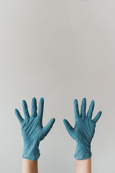 persons left hand with white background photo – Free Apparel Image on Unsplash Invisalign, Medical Wallpaper, Doctor Picture, Applis Photo, House On A Hill, Medical Students, Dentistry, Gloves, Creative