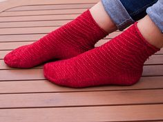 These socks are super cozy, quick and easy to knit. It's a toe-up sock and the texture begins in the toe section. This pattern could be a good pattern to knit the first socks.