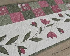 Patchwork Table Runner, Table Runner Pattern, Quilted Table Runners, Beginner Quilt Patterns, Applique Quilt Patterns, Aplique Quilts, Quilt Kits, Quilting Projects, Etsy