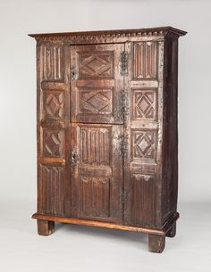 Rare Tudor linenfold cupboard from the Welsh Marches, circa 1550. Marhamchurch antiques