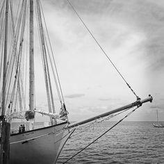 """Perspective"" - sailing boat at the ocean | photo black & white . Schwarz-Weiß-Fotografie . photographie noir et blanc | Photo: Stephanie Roberts |"