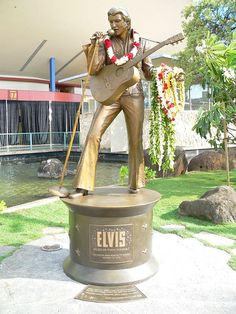 This bronze statue is outside the arena where the concert was done .