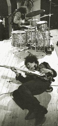 génie de la music ♆ jimi hendrix (seattle, washington I942 † kensington, londres I970) eminent guitarist