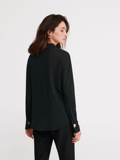 The new collection now available! Check it out, buy it online! Buy quickly and conveniently online. Secure shopping Free return within 90 days. Clothes 2019, Turtle Neck, Sweaters, Retail, Stuff To Buy, Blouses, Pockets, Shopping, Collection