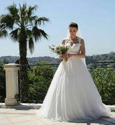 Space Phone Wallpaper, Friends Wallpaper, Girls Frock Design, Fox Tv, Frocks For Girls, Prom Dresses, Wedding Dresses, Turkish Actors, Star Fashion