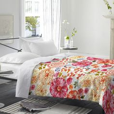 Update your master suite or guest bedroom with this cotton duvet cover, featuring a bright floral print. Duvet Sets, Home Furnishings, Home, King Duvet Cover, Duvet, Double Duvet Covers, Single Duvet Cover, Furnishings, Sale Design