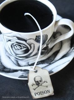 Sit back and enjoy the fragrance of Apple with this Vintage inspired Victorian Gothic Tea Cup Candle.... complete with a Poison Skull Tea Tag! Black Wax in a Black & White Rose Floral Tea Cup & Saucer. This unique candle makes a great gift!!.... Valentines Day... Mothers Day....