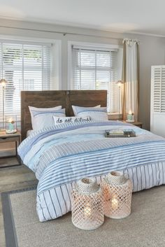 The seaside freshness. From our JO&ME brand. Duvet cover with print of some textures and grounds, in blue and white shades. Available in double-queen and king size. Sold with sham. Made of 100% cotton, soft to the touch. Easy care. Exclusive at your Brunelli retailer.