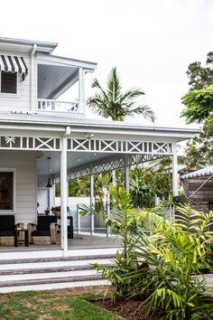 Timber facade around roof deck- Byron Bay Guide Porches, Coastal Homes, Coastal Living, Cabana, Outdoor Living, Indoor Outdoor, Outdoor Life, Beach Cottage Style, Beach House