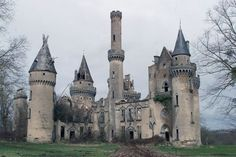 Abandoned castle - Château de Bagnac, France Shoe Bag, Palace, Fairy Tales, Barcelona Cathedral, Abandoned Mansions, Old Buildings, Design, World, Beautiful