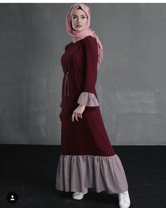 Pinned via Maroon ruffled dress, Modest muslimah hijab outfit femin. Pinned via Maroon ruffled dress, Modest muslimah hijab outfit feminine vintage vibes Hijab Outfit, Hijab Dress Party, Hijab Style Dress, Abaya Fashion, Muslim Fashion, Modest Fashion, Fashion Dresses, Mode Abaya, Mode Hijab