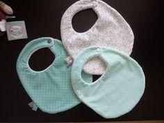 Lot 3 bavoirs bébé tons doux bleus et menthe a l'eau, éponge bambou : Mode Bébé par cielito-lindo