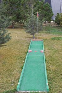 How to Construct a Miniature Golf Course thumbnail