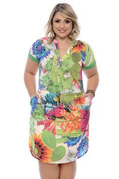 Vestido midi confeccionado em tecido de poliéster, gola em formato redondo, decote em formato v com fechamento por botão, manga curta com punho, amarração na região da cintura e estampa no estilo floral. Parcelamento em até 4x sem juros.