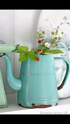 .VINTAGE ENAMEL COFFEE POT
