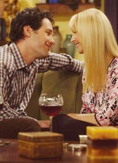 Phoebe Buffay & Mike Hannigan | Friends (1994 - 2004)    #lisakudrow #paulrudd #couples