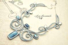 Купить Колье Adiue a l'Hiver с кианитами, перламутром и жемчугом - голубой, серебристо-голубой, серебристый