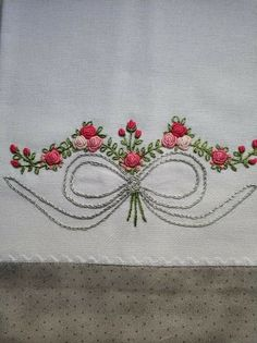 Hand Embroidery Flowers, Flower Embroidery Designs, Fabric Painting, Stitches, Applique Towels, Hand Towels, Diapers, Line, Appliques