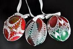 Výsledek obrázku pro paličkování, vánoční motivy Easter Crochet, Knit Or Crochet, Lacemaking, Lace Heart, Lace Jewelry, Egg Decorating, Bobbin Lace, Easter Crafts, Lace Detail