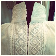I love the way this placket is done. Scandi Style, Nordic Style, Folk Costume, Costumes, Shirt Collar Styles, Folk Clothing, Hardanger Embroidery, Brazilian Embroidery, Unique Flowers