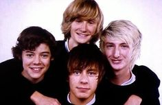 WHITE ESKIMO!!!!<<< finally a picture of the WHOLE group<<<< I think we kno who the hottest member is..