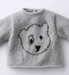 Little bear woollen shirt, Pull brodé ours layette - baby sweater with embroidered bear headVery simple embroidery processing example for children's sweater Knitting For Kids, Baby Knitting Patterns, Baby Patterns, Baby Vest, Baby Cardigan, Pull Bebe, Black And White Baby, Baby Layette, Simple Embroidery