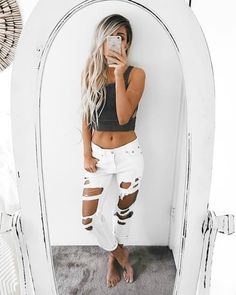 LOVVVVEEEEE her hair, her tan, those jeans and that toned body :)  Follow me.... @nikkibrawn