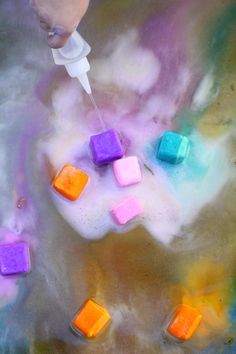 Beat the heat with this awesome erupting ice chalk paint recipe! baking soda c. cornstarch lots of washable paint water Then freeze. Wet your driveway and draw with the frozen chalk cubes. When kids are done, squirt the cubes with vinegar. So fun! Preschool Science, Science For Kids, Art For Kids, Preschool Ideas, Craft Activities, Toddler Activities, Babysitting Activities, Toddler Fun, Summer Activities