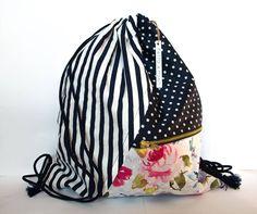 Zaino sacca multiuso in tessuto floreale, a pois e rigato. Interamente fatto a mano. (Handmade backpack. Flowery, Stripy, Dots cloth ) di MalincaCreations su Etsy