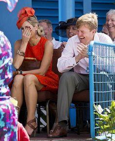 Koning Willem-Alexander en Koningin Maxima brengen een bezoek aan het eiland St. Eustatius in het Caribisch gebied 15 november 2013 Dutch Princess, Prince And Princess, King Of Netherlands, Royal Dutch, Dutch Royalty, Save The Queen, Queen Maxima, Royal House, Turbans