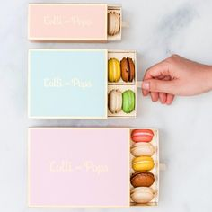 Packaging Lolli & Pops: Macarons & Verpackung Once you have created a safe gardening area, y Macaroon Packaging, Baking Packaging, Dessert Packaging, Craft Packaging, Food Packaging Design, Box Packaging, Macarons, Karton Design, Macaron Boxes