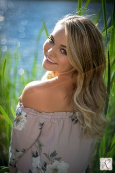 Durango Colorado High School Senior Portraits // senior picture ideas for girls poses outdoor
