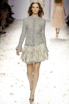 CARAMELO ARDIENTE . The runaway fashion.