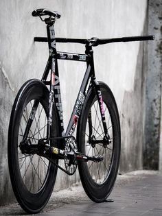 All Fixed Gear Urban Cycling, Fixed Gear Bike, Bike Style, Bicycling, Bike Life, Custom Paint, Biking, Oakley, Gears