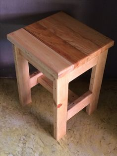 Discover recipes, home ideas, style inspiration and other ideas to try. Wood Pallet Furniture, Woodworking Furniture, Furniture Projects, Rustic Furniture, Wood Pallets, Woodworking Projects, Luxury Furniture, Diy Stool, Wooden Stools