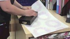 V tomto krátkém videu uvidíte, že celou dobu jste balili dárky pro své blízké naprosto špatně. Koukněte se na ten nejjednodušší, nejelegantnější a nejrychlejší způsob!