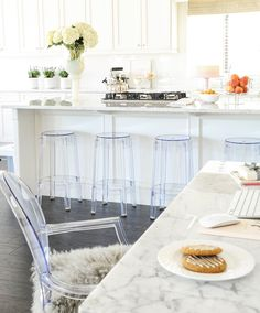 """New Interior Design Ideas for the New Year - """"Popular White Kitchen Design"""" Style At Home, New Kitchen, Kitchen Decor, Shaker Kitchen, Kitchen Nook, Kitchen Styling, Blogger Home, New Interior Design, Design Interiors"""