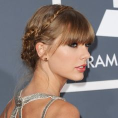 Taylor Swift et sa tresse en couronne aux Grammy Awards à Los Angeles le 10 février 2013