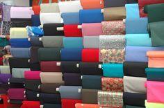 Si necesitas comprar telas on line, aquí tienes unas cuantas reseñas de las que más me gustan. How To Make Clothes, Diy Clothes, Easy Sewing Projects, Sewing Hacks, Sewing Tips, Embroidery Patterns, Sewing Patterns, Sewing Techniques, Crafts To Make