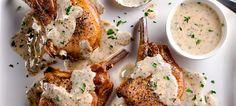 À la fois piquante et crémeuse, la sauce à la moutarde est idéale pour de savoureuses côtelettes de porc. Réfrigérez le reste de sauce pour votre prochain repas de saumon grillé ou de poulet rôti.