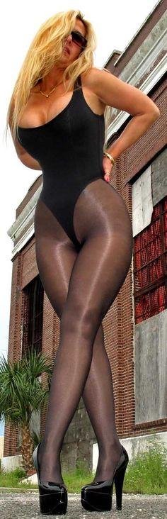 nylons-pantyhose-leotards-legs-milf-hunter-chinnin