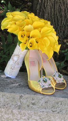 # Lemon wedding #yellow wedding ... Yellow calla Lily bouquet and jeweled yellow shoes