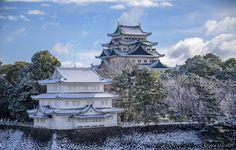 eliseteshiraishi posted a photo:  For licensing see: Getty images  O Castelo de Nagoya fica localizado na cidade de Nagoya, próximo à prefeitura de Aichi, no Japão. A estrutura desse castelo foi construída por Shiba Yoshimune em 1532, mas logo depois esse castelo foi abandonado. Em 1610, Shogun Ieyasu Tokugawa deu inicio a construção da nova estrutura do castelo, o qual foi finalizado em 1612, desempenhando a função de fortaleza para os senhores feudais que se dirigiam para Osaka. Até chegar…