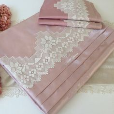 A great service for vi Brazilian Embroidery Stitches, Diy And Crafts, Cross Stitch, Bed Linens, Bed Sets, Embroidered Towels, Baby Layette, Crocheting, Simple Eye Makeup