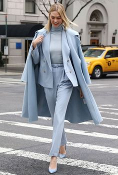 Daily Fashion and Style Inspo - pinned at February 16 2020 at - beautiful models and runway shows - casu… in 2020 Suit Fashion, Look Fashion, Daily Fashion, Womens Fashion, Street Fashion, Classy Outfits, Chic Outfits, Fashion Outfits, Look Street Style