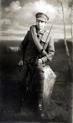 Early studio portrait of an Australian soldier. Wears the standard Great War uniform of the Australian Army, although he has a not often seen, blanket roll over his shoulder. Affixed to his Lee Enfield (SMLE) is a nice hooked quillon bayonet, probably of Lithgow manufacture and now worth a tidy sum on it's own.