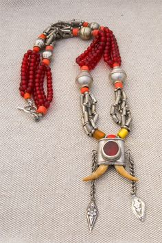 urkmenistan | Vintage evil eye necklace made to protect the wearer from misfortune and sickness.  Glass beads and claws | ca 75 years old