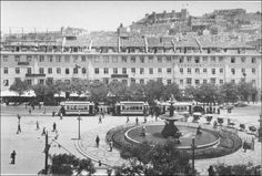 Praça D. Pedro IV 1920 Old Pictures, Old Photos, History Of Portugal, A Moment In Time, Historical Photos, Time Travel, Paris Skyline, Dolores Park, City